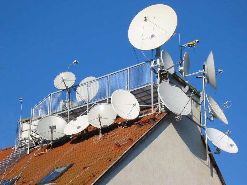 предприниматель Бобрович спутниковая тарелка для интернета и телевидения питает